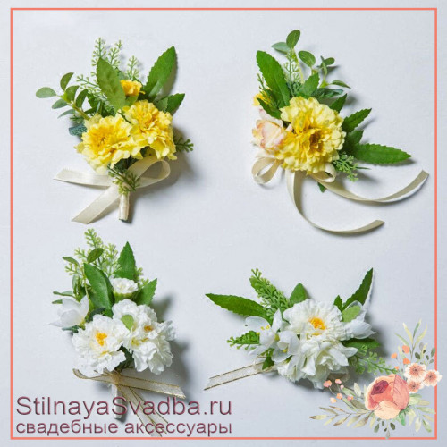 Бутоньерки в бело- жёлтом цвете  с бархатцами фото