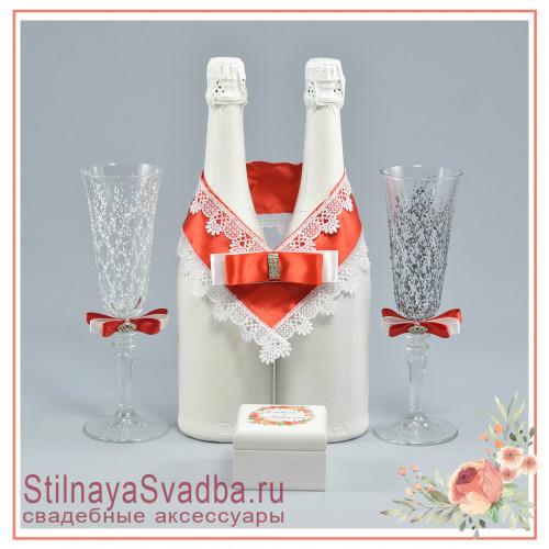 Коллекция аксессуаров с красном цвете фото