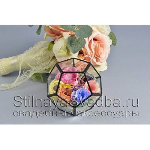 Геометрический флорариум с нежными цветами фото