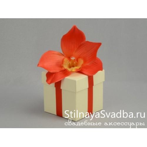Бонбоньерка с красной орхидеей фото