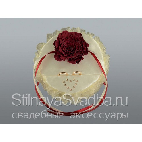 Круглая подушечка в цвете марсала. Фото 000.