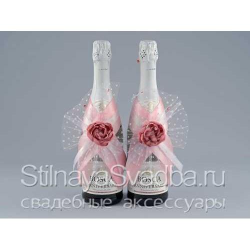 Фото. Украшения для шампанского с розовыми цветами