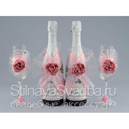 Украшения для шампанского с розовыми цветами. Фото 000.