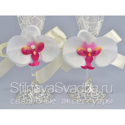 Украшения для бокалов с белой орхидеей фото