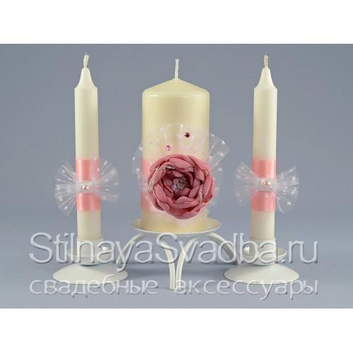 Свадебные свечи с розовым цветком фото