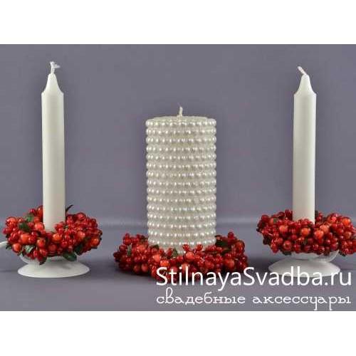 Фото. Свадебные свечи с веночками из ягод