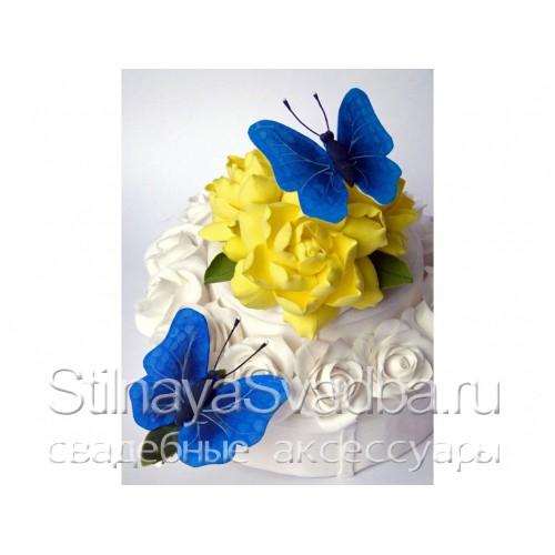 Фигурки бабочки на цветах фото