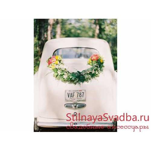 Декор белого ретро- автомобиля фото