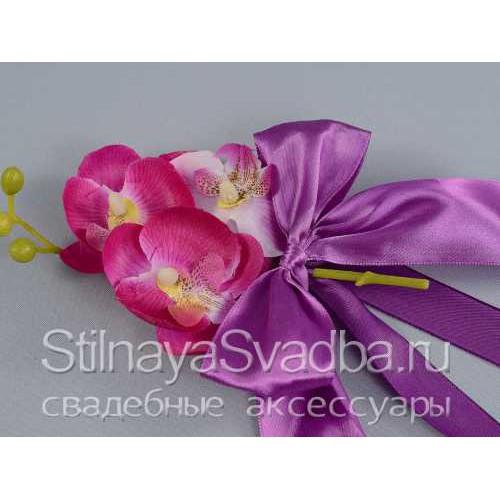 Фото. Бутоньерки на ручки машины с орхидеям