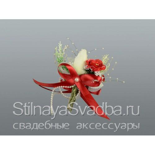 Фото. Бутоньерка для жениха в цвета марсала