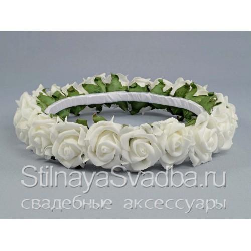 Фото. Белоснежный венок из роз