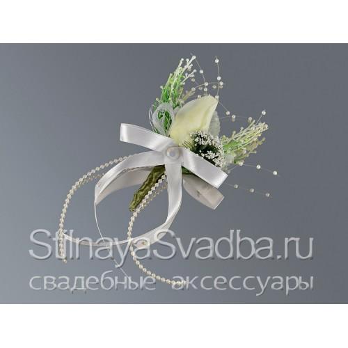 Бутоньерка с бутоном белой розы фото