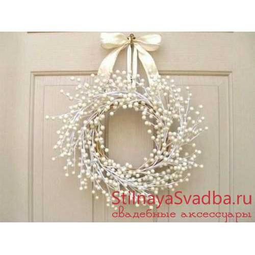 Фото. Декоративный белый веночек