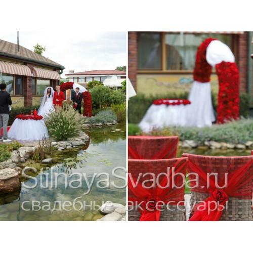 Выездная регистрация и оформление в Красно- белом цвете фото