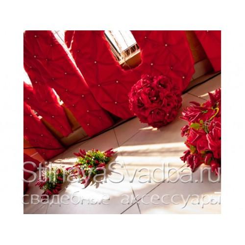 Выездная регистрация и оформление в Красно- белом цвете. Фото 000.