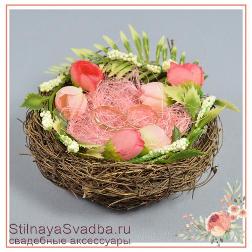 Гнёздышко с розовыми цветочками фото