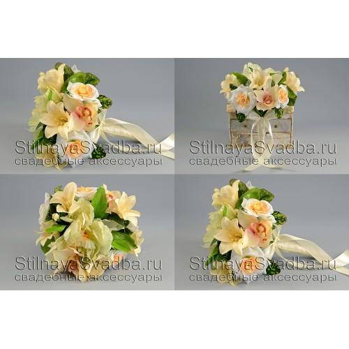 Букет  с пионами, розами, колокольчиками и  орхидеями . Фото 000.