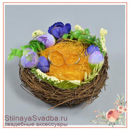 Гнёздышко с синими цветочками фото