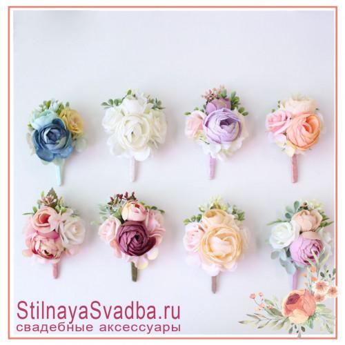 Бутоньерки с розами в пастельных нежных тонах для друзей жениха  фото