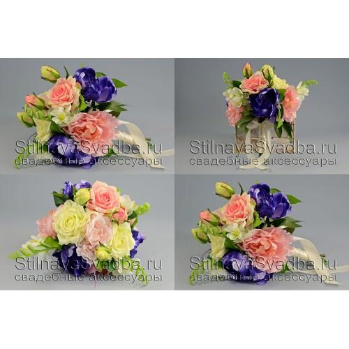 Букет  с розами, пионами, ферзями и зеленью. Фото 000.
