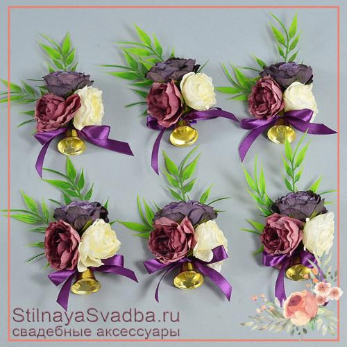 Бутоньерки из цветов с колокольчиками на школьный последний звонок или выпускной в фиолетовых тонах фото