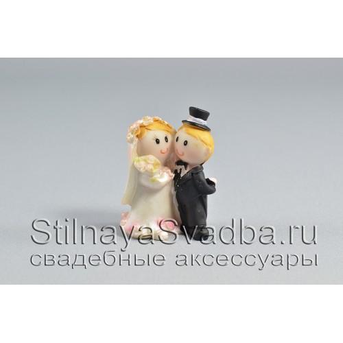 Жених и невеста с букетом фото