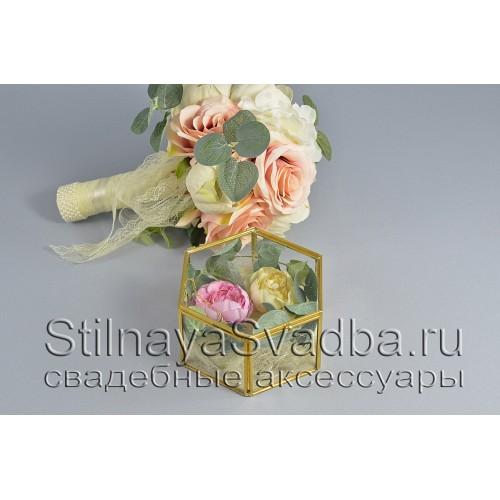 шестигранный флорариум с пионами и эвкалиптом фото