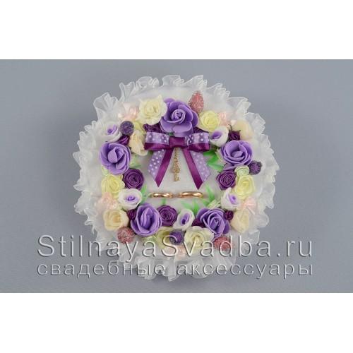Фото. Подушечка для  колец  с венком из цветов и ягод