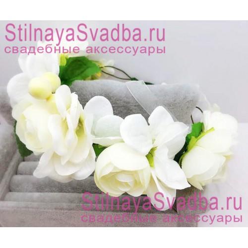 Браслет с белыми цветами и ягодками фото