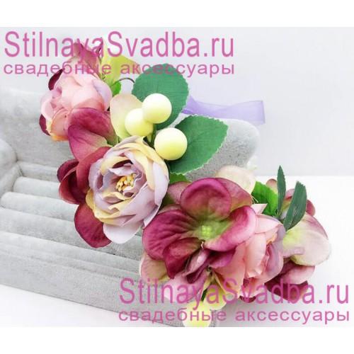 Браслет с лиловыми цветами и ягодками фото