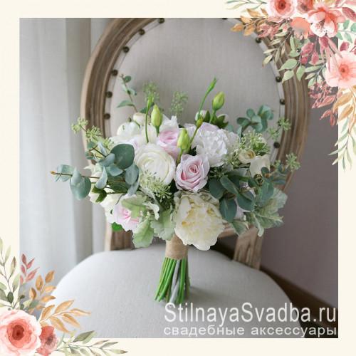 Букет невесты на свадьбу с пионами, ранункулюсами, розами и эустомой фото