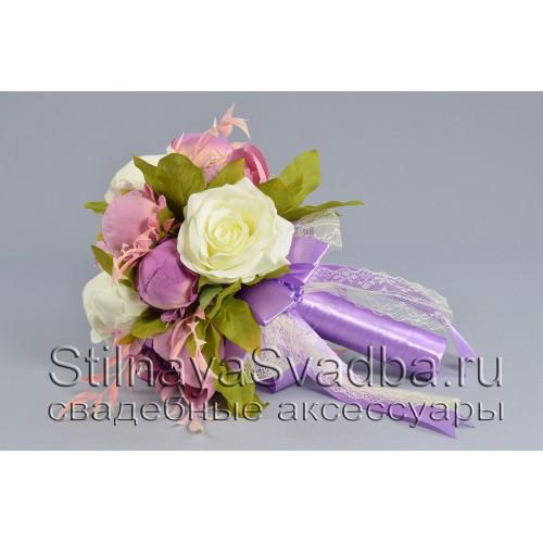 Букет невесты в бело-лиловых тонах из роз и пионов фото