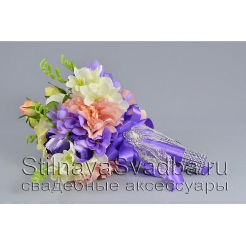 Букет  с розами, пионами, ферзями и зеленью фото