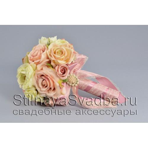 Букет невесты из роз, ранункулюсов и суккулентов фото