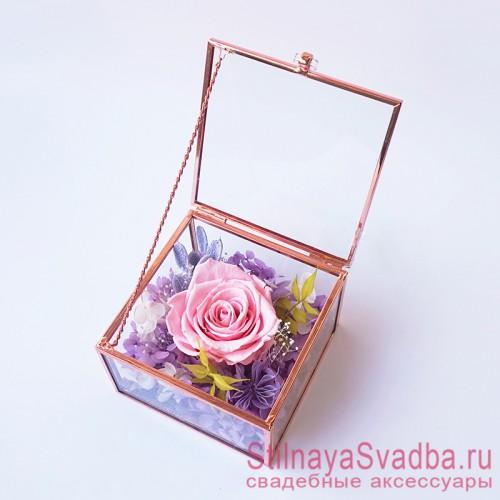 Стеклянная шкатулка для колец с флористической композицией в розово-сиреневом цвете фото