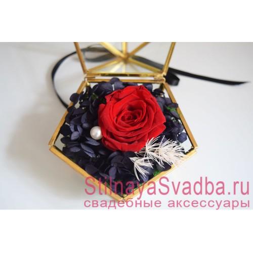 Прозрачная шкатулка с красной розой фото
