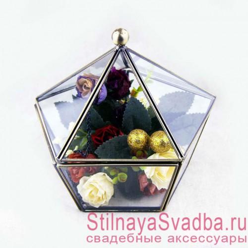 Прозрачная шкатулка с цветами и зеленью фото