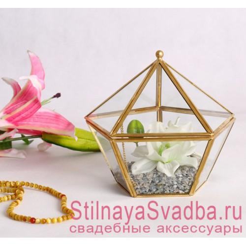 Стеклянная шкатулка с белым цветком и камушками фото