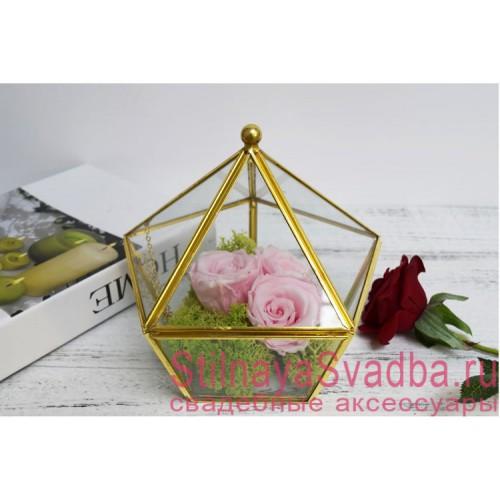 Стеклянная шкатулка с розовыми розами и мхом фото