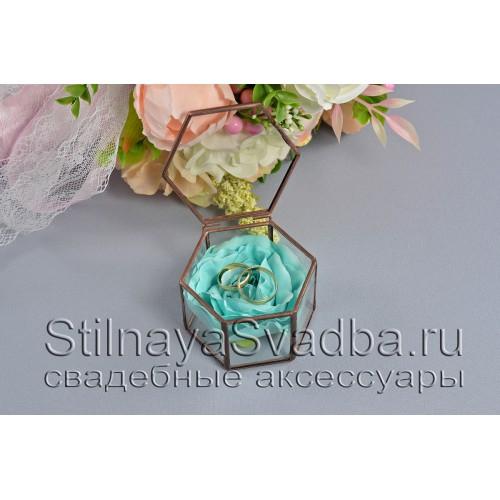 Флорариум в форме миниатюрной шестигранной призмы с бирюзовой розой фото