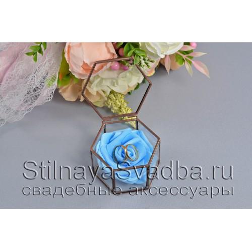 Флорариум в форме миниатюрной шестигранной призмы с голубой розой фото