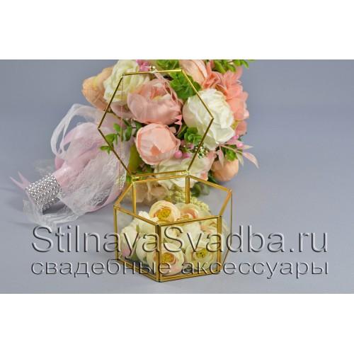 Флорариум в форме шестигранной призмы с ранункулюсами фото