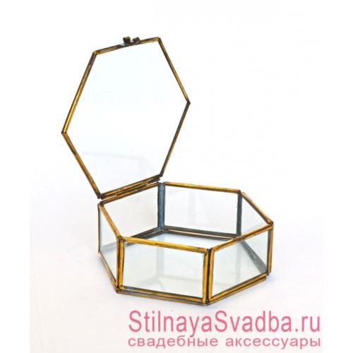 Стеклянная шкатулка в форме призмы фото