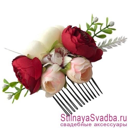 Гребешки  с цветами и зеленью  в прическу красный фото