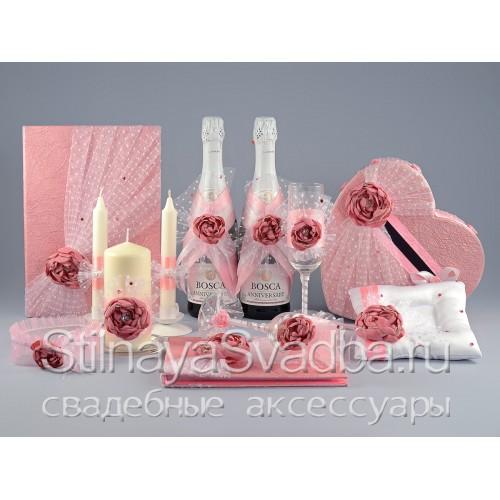 Фото. Коллекция свадебных аксессуаров с розовыми цветами