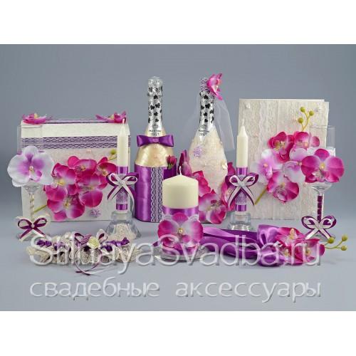 Фото. Аксессуары с лиловыми орхидеями