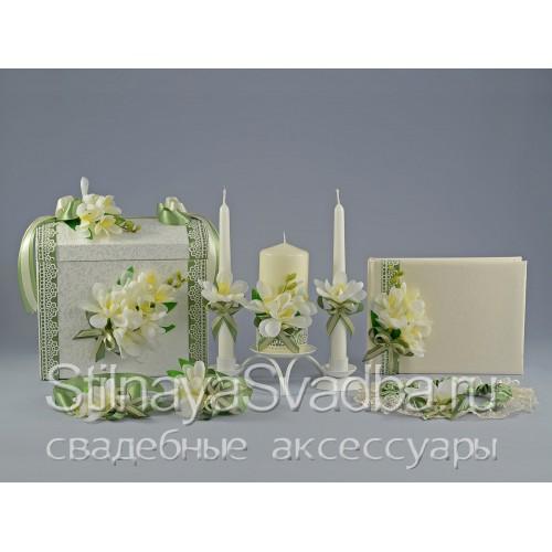 Фото. Коллекция свадебных аксессуаров с фрезиями