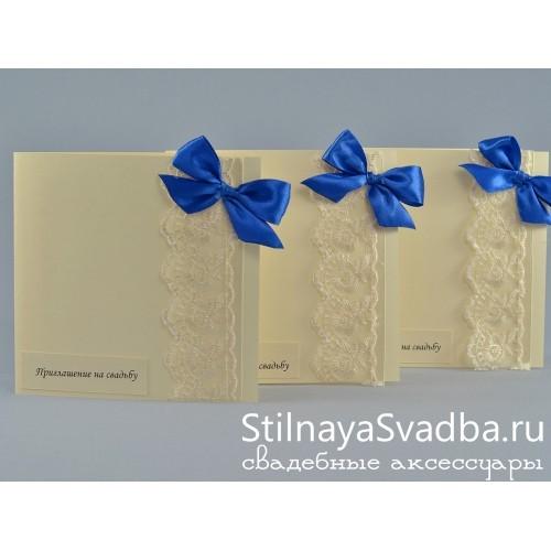 Свадебное приглашение с синим бантом . Фото 000.