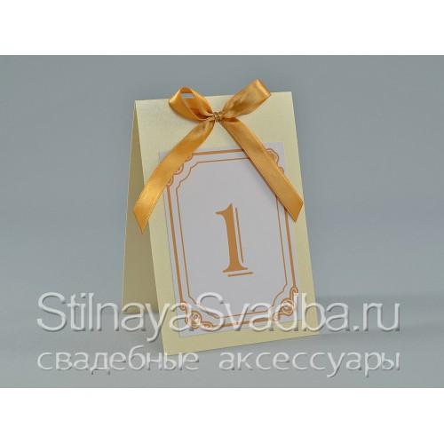 Классические номерки для столиков на свадьбе  фото