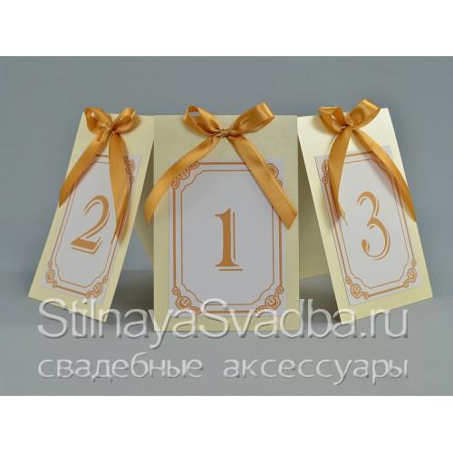 Классические номерки для столиков на свадьбе . Фото 000.